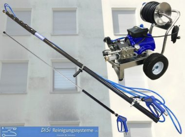 Facade-Cleaning-High-Pressure-Washer-Sraying